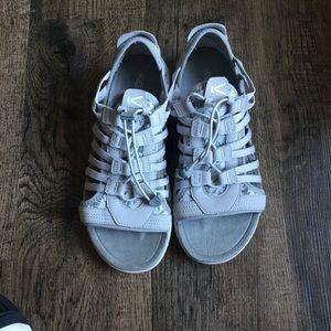 NWOT  KEEN women's sandals